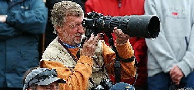 Trevor Meeks recebe o trofeu Silver Camera Award 2004