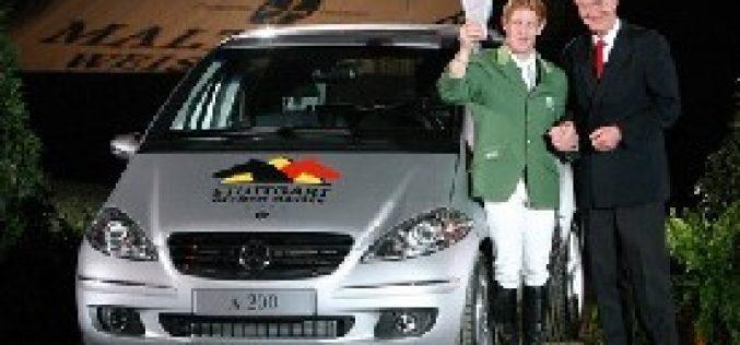 Markus Ehning contemplado com um Mercedes A 200…
