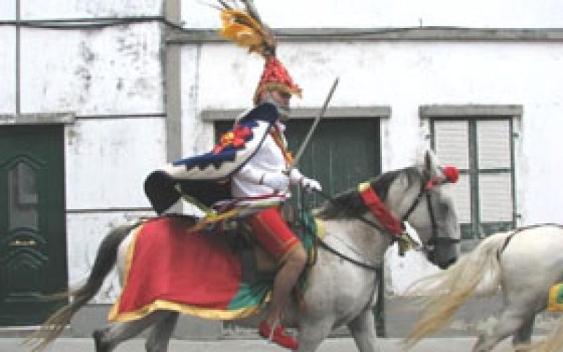 Cavalhadas de São Pedro reúnem 150 cavaleiros