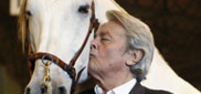 Alain Delon rendido aos encantos do PRE