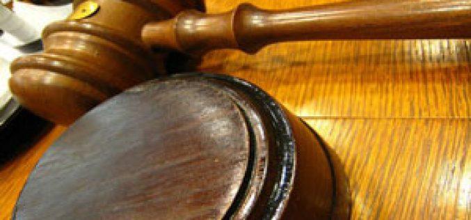 Cavaleiro acusado de abalroar manifestantes não vai a tribunal (VÍDEO)