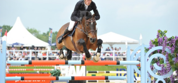 William Whitaker and Upperclass win the Redrow Grand Prix