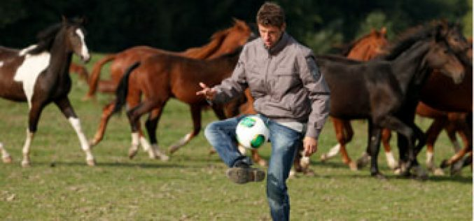 Thomas Müller, avançado da selecção alemã, é criador de cavalos