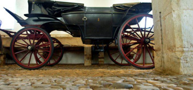 Transferência de coches para Museo Nacional dos Coches começou esta segunda-feira