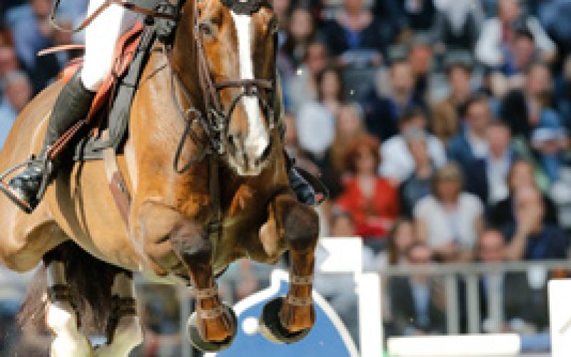 The Grand Palais flies the Swiss flag after the victory of Romain Duguet!