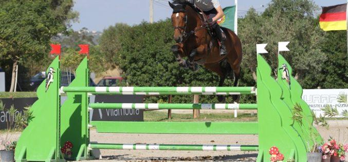 CSIYH1* Vilamoura: Jelmer Hoekstra domina provas de Cavalos Novos do Champions Tour