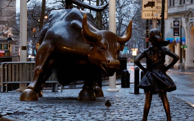Menina pega Touro de Wall Street