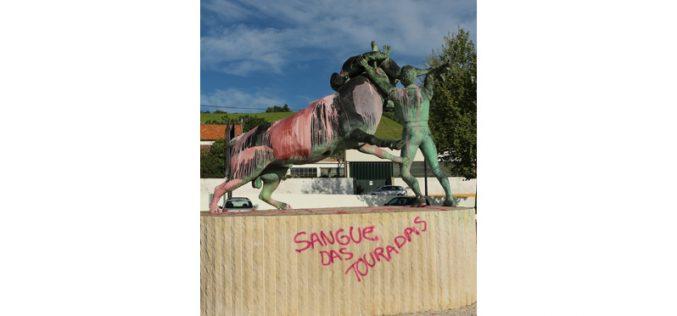 Vandalismo perpetrado à Praça de Toiros Palha Blanco e ao Monumento ao Forcado
