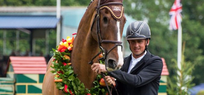 Hickstead crowd bids farewell to the one-eyed wonder horse