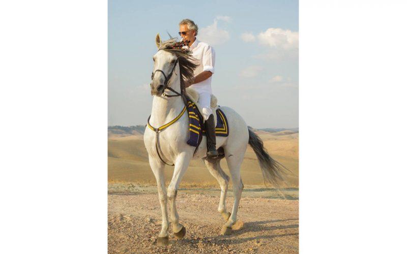 Andrea Bocelli sofre queda de cavalo