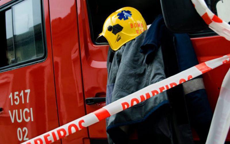 Incêndio na Coudelaria de Alter mobiliza centenas de bombeiros