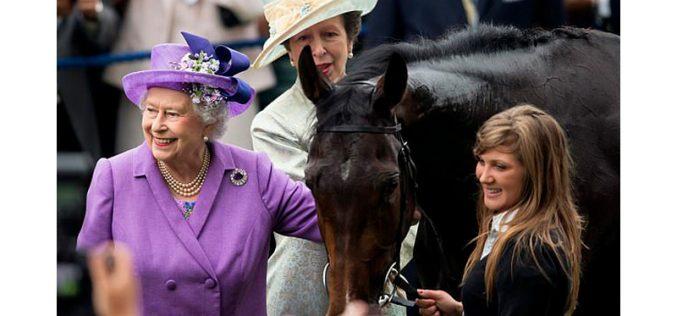 Rainha Isabel II aumenta em 7,4 milhões de euros a sua fortuna em corridas de cavalos