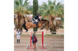Foto incrível de um cavalo a saltar por cima das anteparas torna-se viral