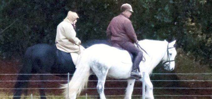 Isabel II dedica-se aos cavalos durante a pandemia