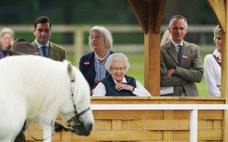 Aos 95 anos, Isabel II dá provas de uma vitalidade impressionante
