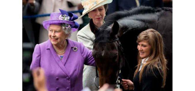 Rainha Elizabeth II arrecada mais de 500 mil Euros com corrida de cavalos em 2021